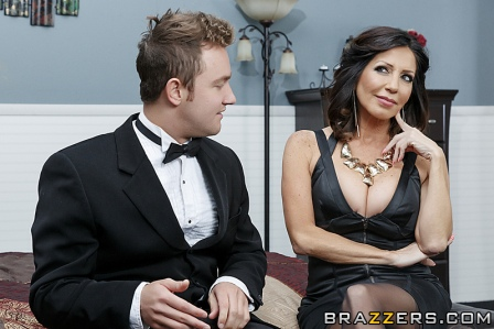 BRazzers – Stepmom Soothes The Groom