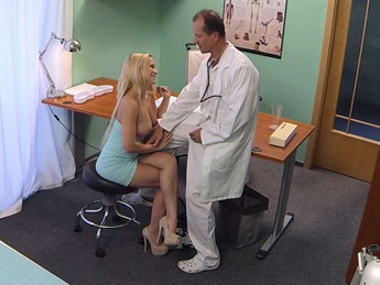 Fakehospital – Blonde with nice tits gets a full examination