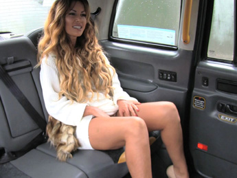 Faketaxi – Stunning gold digger with great body