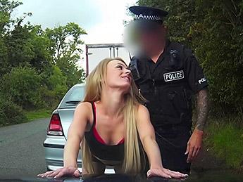 Fakecop – Tiny bodied slut fucked in police car