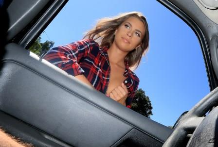 Stranded Teens – All Natural Texan Fucked in Car