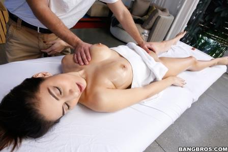 Bangbros - Nina North gets rubbed on all her sore spots