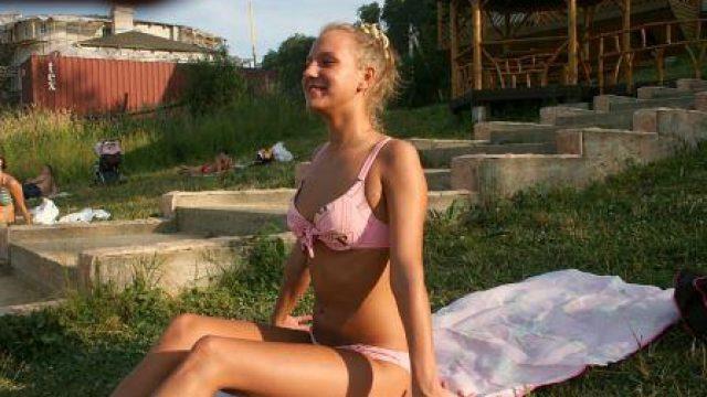 PickUpFuck Sexy girl in bikini gets paid for sex