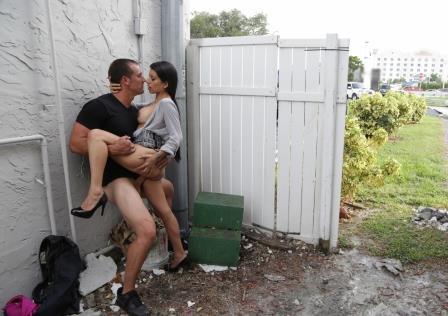 Public Bang Latina Milf anal fucked in public