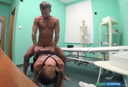 FakeHospital Hot estate agent loves sucking cock