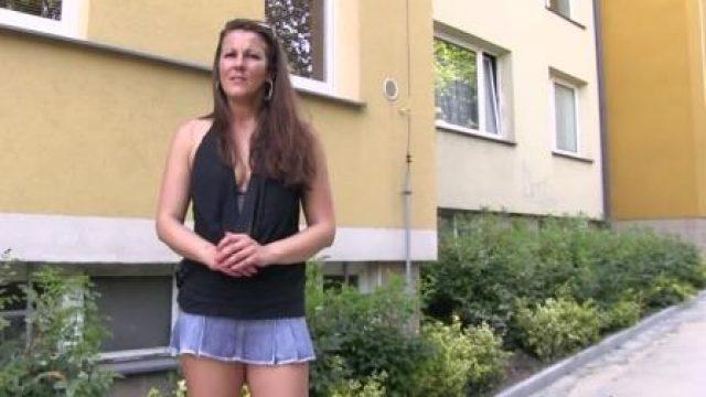 Public Agent Sexy brunette milf fucks stranger outside for cash