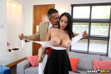 Bangbros Naughty House Guest And Her Juicy Big Tits