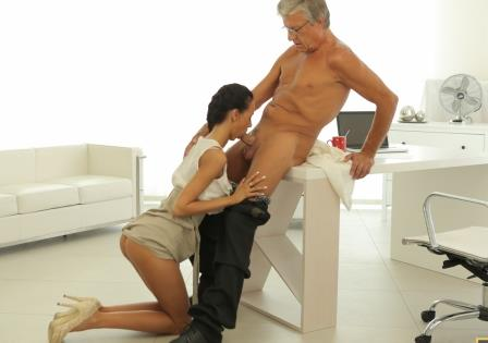 Old 4K Finally she's got her boss dick