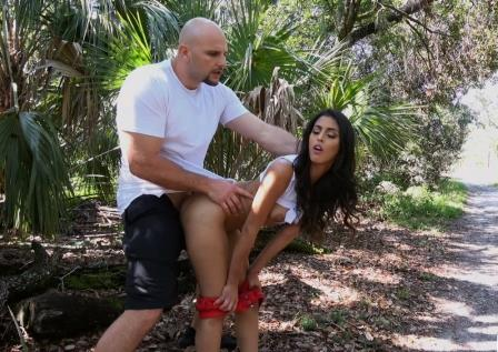 Public bang In Public With Latina Beauty Sophia Leone