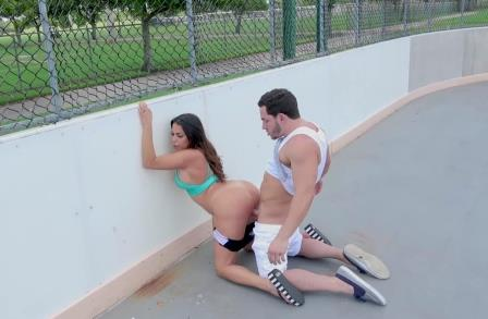 Public bang Julianna Vega Loves to Fuck in Public