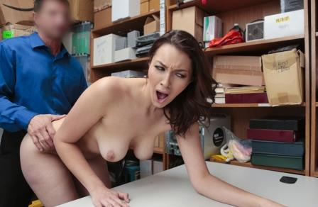Shoplyfter Bella Rolland Case No 8708145