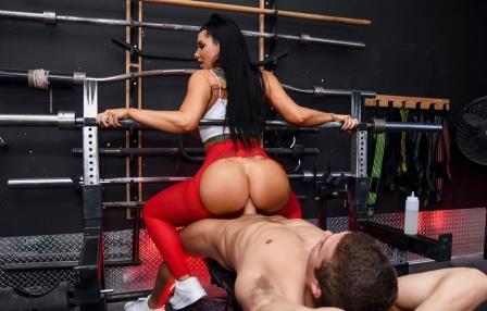 Big butts Like it Big Spotting Her Ass