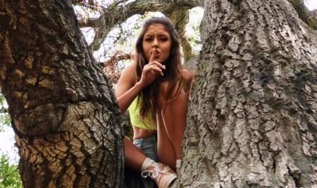 I Know That girl Horny Chick On A Tree